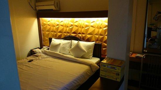 Clover Hotel: Lit