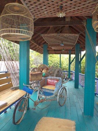 Varinda Garden Resort : prés de la piscine
