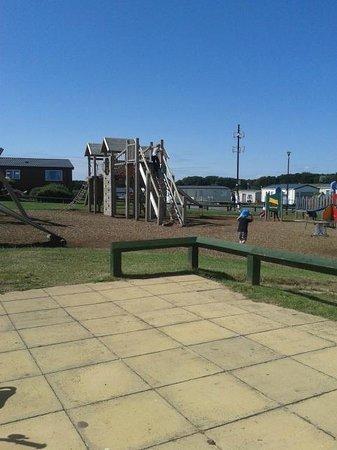 Cayton Bay Holiday Park - Park Resorts: Play area
