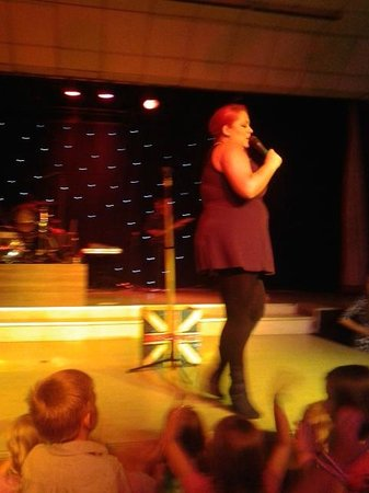 Cayton Bay Holiday Park - Park Resorts: Resident band