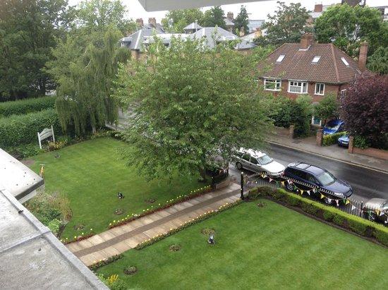 Wheatlands Lodge Hotel: gardens