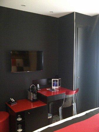 Hotel Splendor Elysees: Superior bedroom looks very nice, quiet location