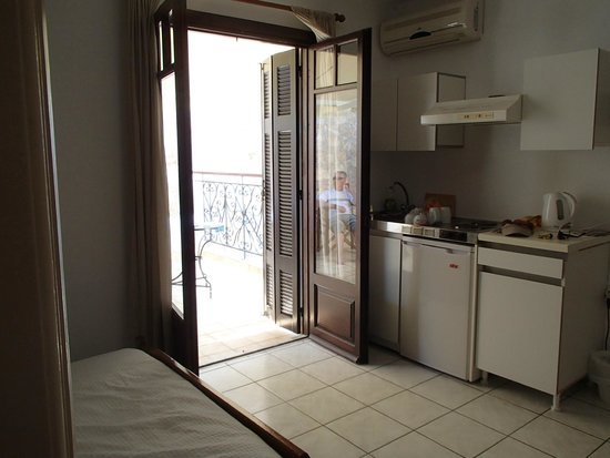 Casa Veneta: The kitchenette in our room and french doors out to the terrace.