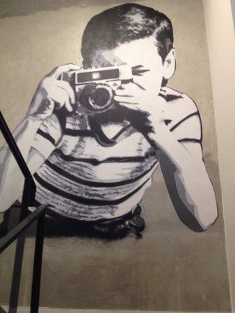 Hotel Molitor Paris - MGallery Collection : oeuvre dans un escalier