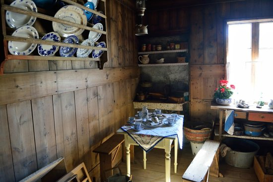 Lamb Inn Ongulsstadir : amazing antique exhibition in an old farmhouse at the backyard of the Hotel
