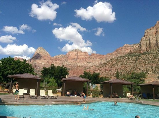 La Quinta Inn & Suites at Zion Park / Springdale: View to the pool and partial view of magnificent Zion mountains!