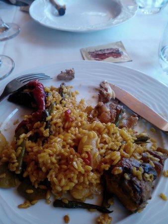 Restaurante El Pinar: Extraordinaria pinta la que tenía la paella que probamos.