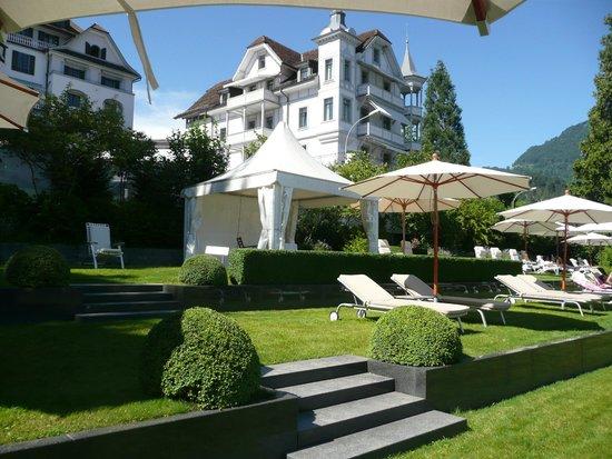 Park Weggis: L'hôtel vu depuis la plage