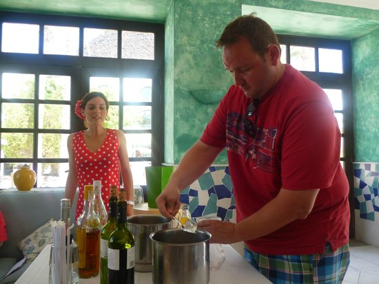 Hotel THe Volcan Lanzarote: Sangria making