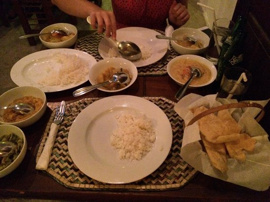 Cafe Punto: Good selection but quite small portions with the prawn curry.