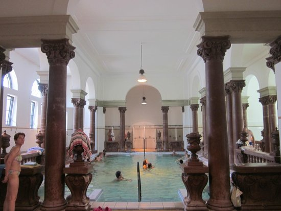 Széchenyi Baths and Pool : piscina interna