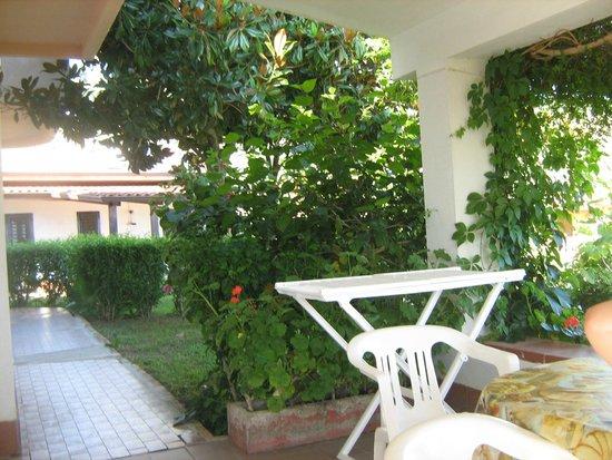 Hotel Residence Rosy: giardino interno