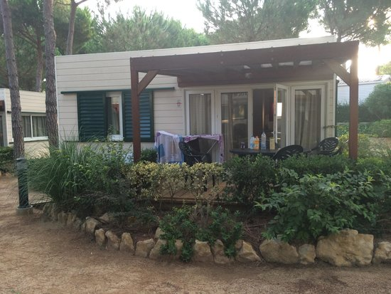 Camping Sandaya Cypsela Resort: Le bungalow Méditerranée M02