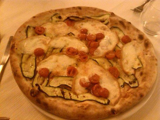 Ristorante Lucifero : Pizza pomodorini, zucchine e provola... Discreta!