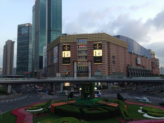 Pudong New Area: Super Brand Shopping Mall