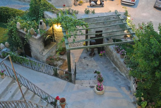 Nostalji Restaurant: Looking down from the terrace