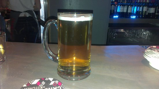 Candy Kitchen and Bar: poor pint.