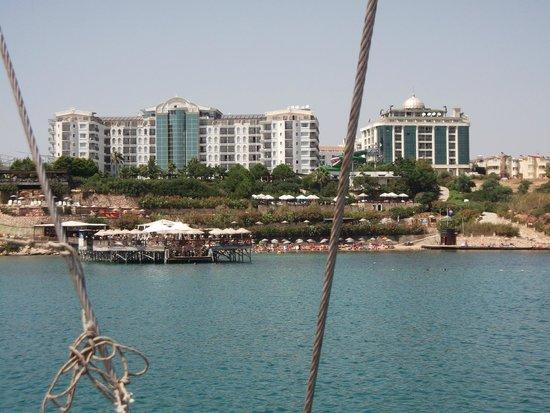 Didim Beach Resort Aqua & Elegance Thalasso : veiw of the hotel from out at sea