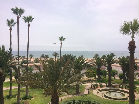 Hotel Club Al Moggar: Вид из окна лобби
