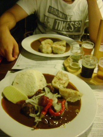 Pivovarsky dum : Dumplings e carne con sugo