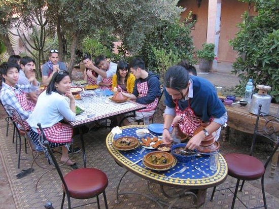 Lovely couscous and chicken tajine with fatima and for Atelier cuisine marrakech