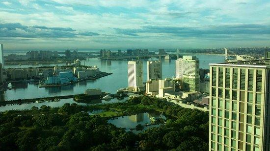 Conrad Tokyo: Tokyo Bay from my room on the 33rd floor
