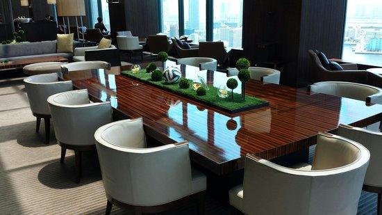 Conrad Tokyo: Beautiful hotel lobby