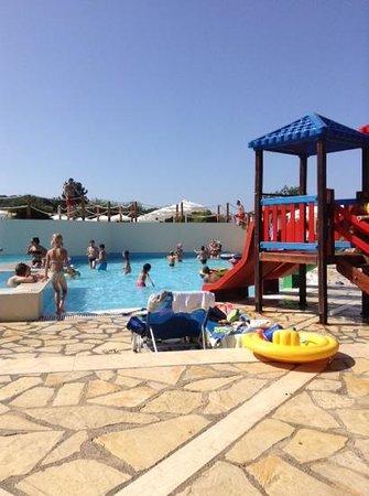 Roda Beach Resort & Spa: piscine des enfant