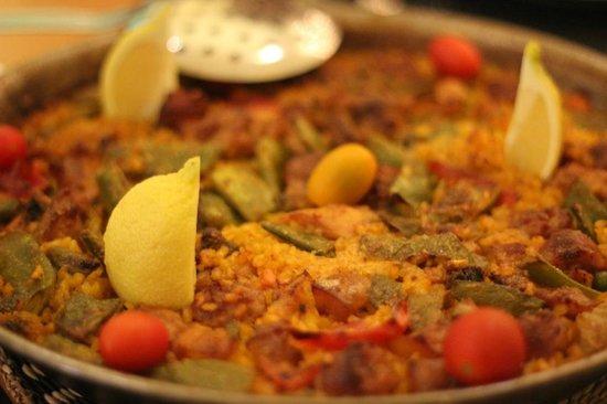 La Parrala Paella Resto Bar & Live Music: meat paella