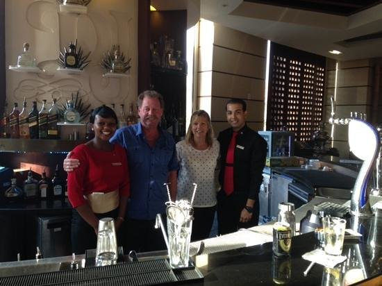 Raffles Dubai: Farewell drink with the staff at Crossroads in the Raffles hotel
