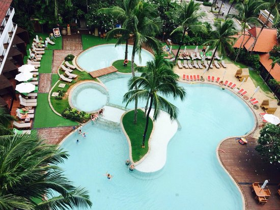 Patong Beach Hotel : View from deluxe sunset wing- level 7