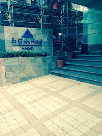 St Giles Makati Hotel: Damien auksorius at st giles hotel