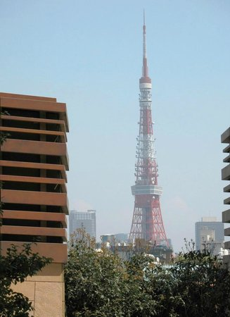 Roppongi Hills, Shop & Restaurant Area: Tokyo Tower, as seen from Roppongi Hills
