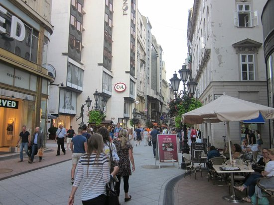 Vaci Street: via pedonale.