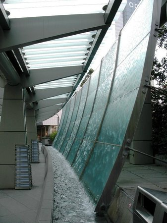 Roppongi Hills, Shop & Restaurant Area: Water Wall