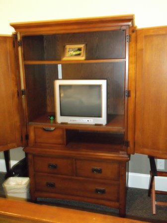 The Inn at Crestwood : small tv