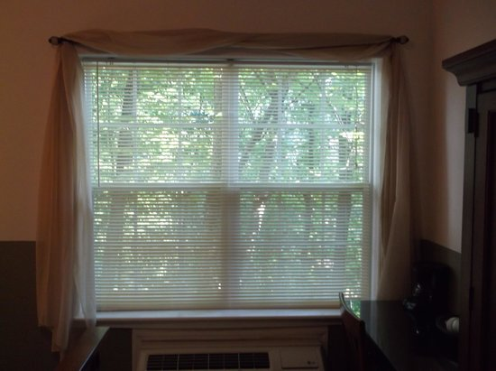 The Inn at Crestwood : no curtains