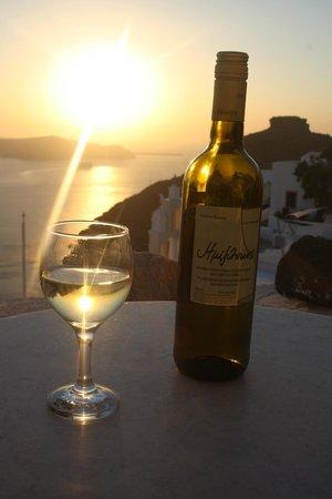 Villa Ilias Caldera Hotel : Having some wine at sunset