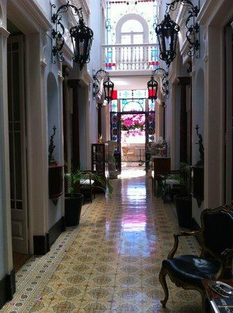 Palacete Chafariz D'El Rei: entrance hall