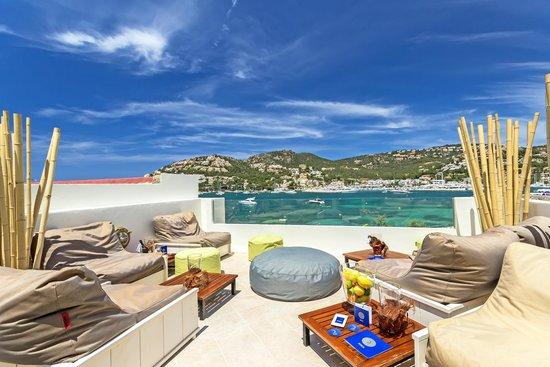 Romeos: Romeo's Port D'Andratx Lounge Terrasse mit Hafenblick