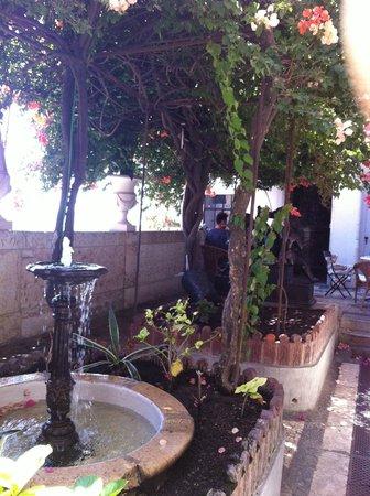 Palacete Chafariz D'El Rei: outside