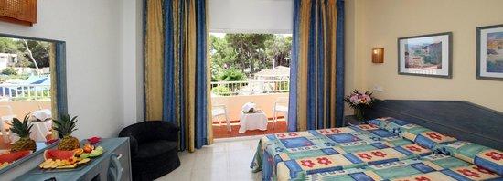 Invisa Hotel Ereso: Habitación vista calle/ Room street view
