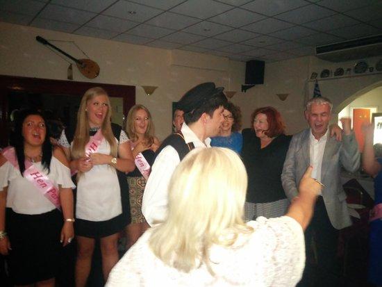 Christakis Greek Taverna : fun dancing