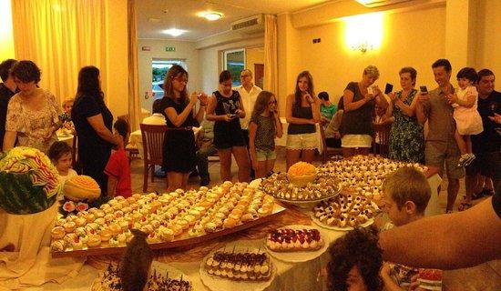 Hotel Jole : Il delizioso buffet di dolci parte 1°