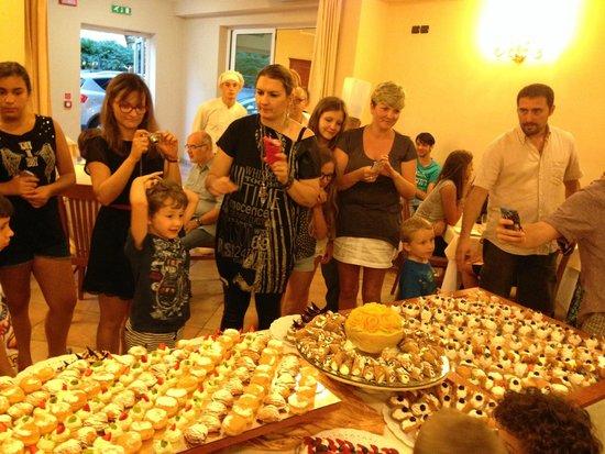 Hotel Jole : Il delizioso buffet di dolci parte 2°