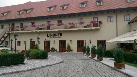 Lindner Hotel Prague Castle : Hotel Front/Courtyard