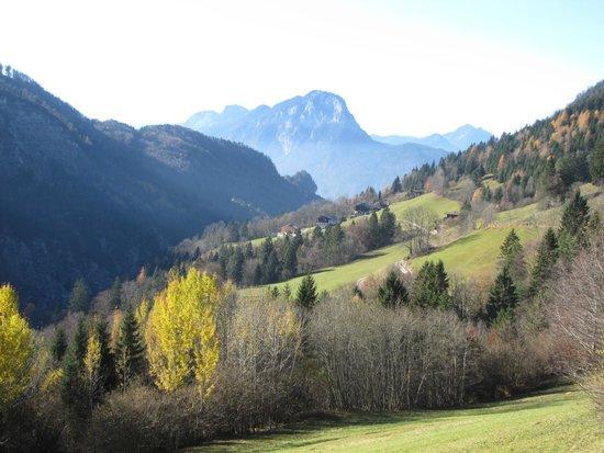 Kufstein, Austria: Kaisertal im Hintergrund der Pendling