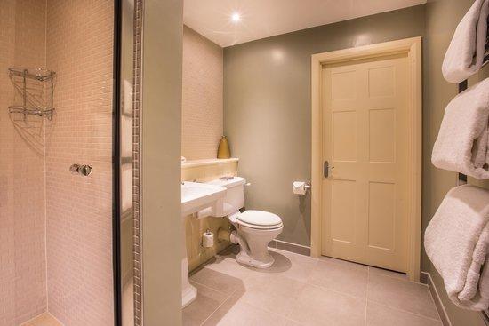 Cameron House Lodges : Bathroom - 2 Bedroom Lodge