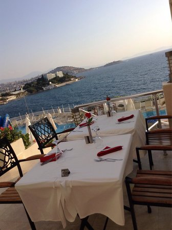 Korumar Hotel De Luxe: The view at evening meal time. ��