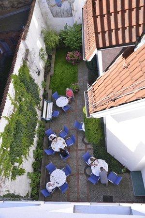 Phoenix Hotel Alter Speicher: The outdoor breakfast area